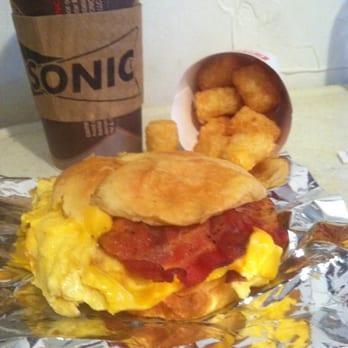Bagel Breakfast Sandwich With Bacon